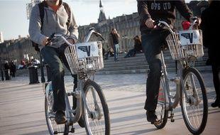 Illustration vélos, de V3, sur les quais de Bordeaux.