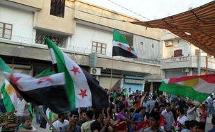 La Turquie a réclamé dimanche une réunion de l'Otan au sujet de son avion abattu vendredi par la Syrie, dont le régime a encore perdu des soldats dans les violences qui font désormais régulièrement plus de 100 morts par jour.
