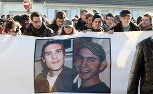 L'un des deux Français enlevés en janvier 2011 au Niger par des membres d'Aqmi a été exécuté par un ravisseur et l'autre est mort carbonisé dans l'incendie du 4x4 dans lequel il était prisonnier, affirme un membre d'Aqmi interrogé par un juge anti-terroriste français.