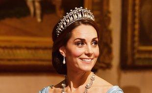 Kate Middleton a porté la tiare de Lady Di lors d'un buffet.