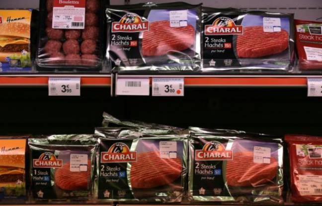 Un rayon viande d'un supermarché à Dol-de-Bretagne, dans l'ouest de la France, le 4 février 2016