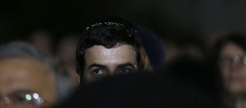 Un jeune homme portant une kippa lors d'une cérémonie d'hommage à Ilan Halimi en 2016