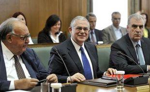Le Premier ministre grec, Lucas Papademos, qui dirige depuis novembre 2011 un gouvernement de coalition, a annoncé mercredi à son conseil des ministres que des élections législatives anticipées se tiendront en Grèce le 6 mai, selon l'agence de presse grecque ANA (semi-officielle)