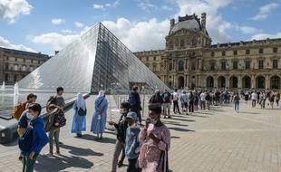 L'obligation du port du masque en extérieur devrait en premier lieu concerner les quais de Seine, les berges du canal Saint-Martin les marchés à ciel ouvert, les abords des gares puis, dans un second temps, les lieux touristiques tels que les abords des musées (photo d'illustration)