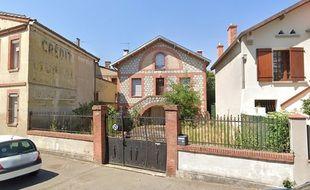 La maison de Roland est occupée depuis plusieurs mois par des squatteurs, expulsables à la fin de la trêve hivernale.