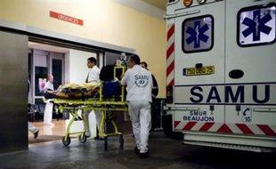 Un CRS et trois enfants ont été blessés, dont un très grièvement, mardi après-midi à Saint-Chamond (Loire) après avoir été fauchés par une voiture lors d'une séance de sensibilisation à la Sécurité routière, a-t-on appris auprès du parquet de Saint-Etienne et de la préfecture.