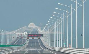 Une du pont Hong Kong-Zhuhai-Macao depuis une île artificielle.
