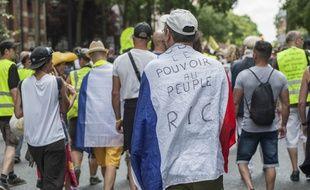 Des «gilets jaunes» pendant l'acte 35, le 13 juillet, à Paris.