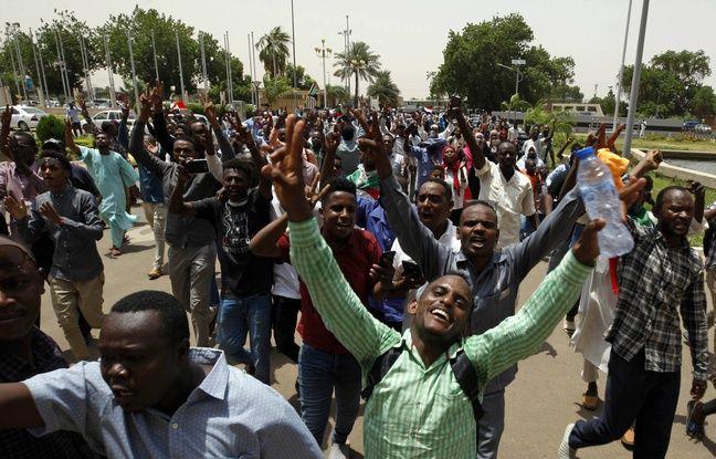 Le Soudan célèbre la signature d'un accord de transition vers un pouvoir civil