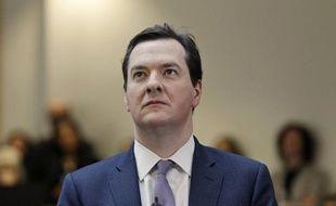 Le ministre britannique des Finances George Osborne, à l'origine d'une refonte controversée des aides sociales, était critiqué vendredi pour s'être garé sur une place réservée aux personnes handicapées.
