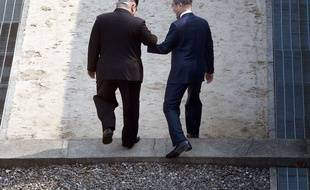 Le dirigeant nord-coréen Kim Jong-un et le président sud-coréen Moon Jae-in le 27 avril 2018 lors du sommet de Panmunjom.