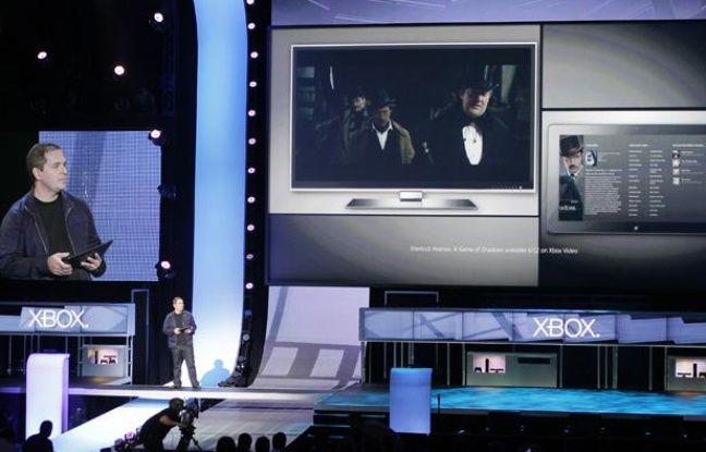 Marc Whitten, le président de Xbox live, présente le XBox SmartGlass au E3 de Los Angeles, le 4 juin 2012.