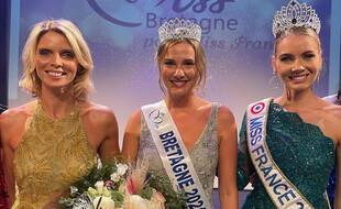 Sarah Conan a été élue Miss Bretagne 2021 le 19 septembre à Ploemeur. Elle pose ici aux côtés de Sylvie Tellier et d'Amandine Petit.
