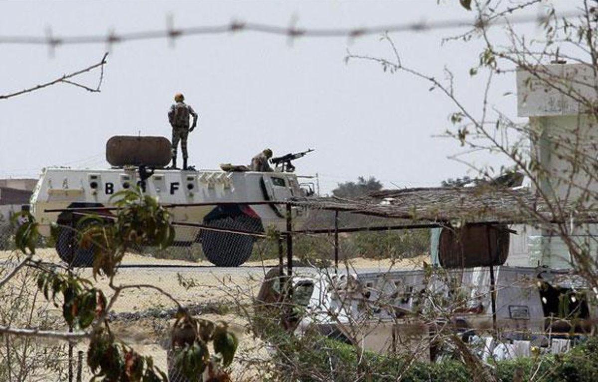 Des soldats égyptiens montent la garde à la frontière avec Israël et la bande de Gaza, le 6 août 2012. – REUTERS/Stringer