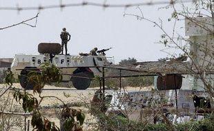 Des soldats égyptiens montent la garde à la frontière avec Israël et la bande de Gaza, le 6 août 2012.