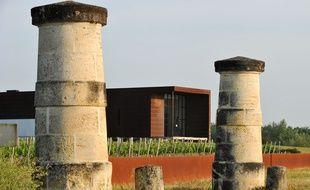 Le château La Tour de Bessan, à Cantenac dans le Médoc, a été restructuré en partie par l'architecte toulousain Vincent Defos du Rau.