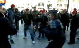 En marge des cérémonies du 11 novembre, il y a eu des heurts entre des manifestants portant des «bonnets rouge» et des force de l'ordre.