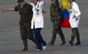 Les Colombiens ont unanimement salué mardi la libération des derniers militaires otages des Farc comme un premier pas vers la paix, exigeant que la guérilla relâche les civils encore séquestrés, principal obstacle sur le chemin d'une réconciliation nationale.