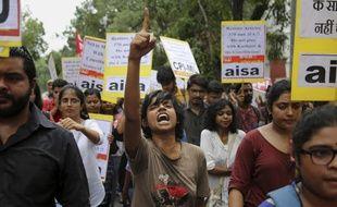 A New Delhi, des manifestations ont eu lieu contre la décision du gouvernement indien de retirer son statut d'autonomie à l'Etat du Cachemire.