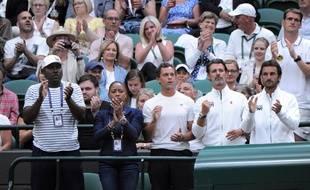 Patrick Mouratoglou, ici le 2e en partant de la droite, fait partie des coachs qui plaident pour avoir le droit de donner des consignes aux joueurs et joueuses pendant un match de tennis.