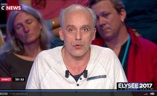 Philippe Poutou lors du débat présidentiel du 4 avril 2017 sur BFMTV et CNews.