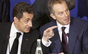 'UMP donne samedi à Paris le coup d'envoi à sa campagne des élections municipales et cantonales auxquelles elle veut donner une résonance nationale, au cours d'une réunion de ses cadres qui verra la venue inédite du président Nicolas Sarkozy et l'ex premier ministre britannique Tony Blair