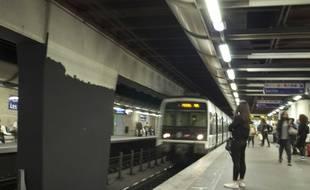 Le quai de la ligne du RER A à la station Châtelet-Les Halles.