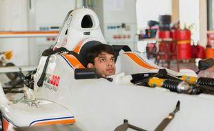 Le pilote pakistanais Saad Ali se prépare à une course sur le circuit Yas Marina à Abou Dhabi, aux Emirats arabes unis, le 27 mars 2014