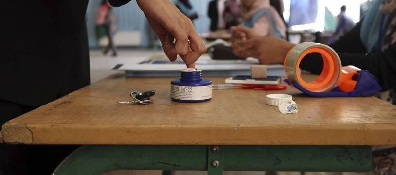 Un bureau de vote à Kaboul. (AP Photo/Rahmat Gul)