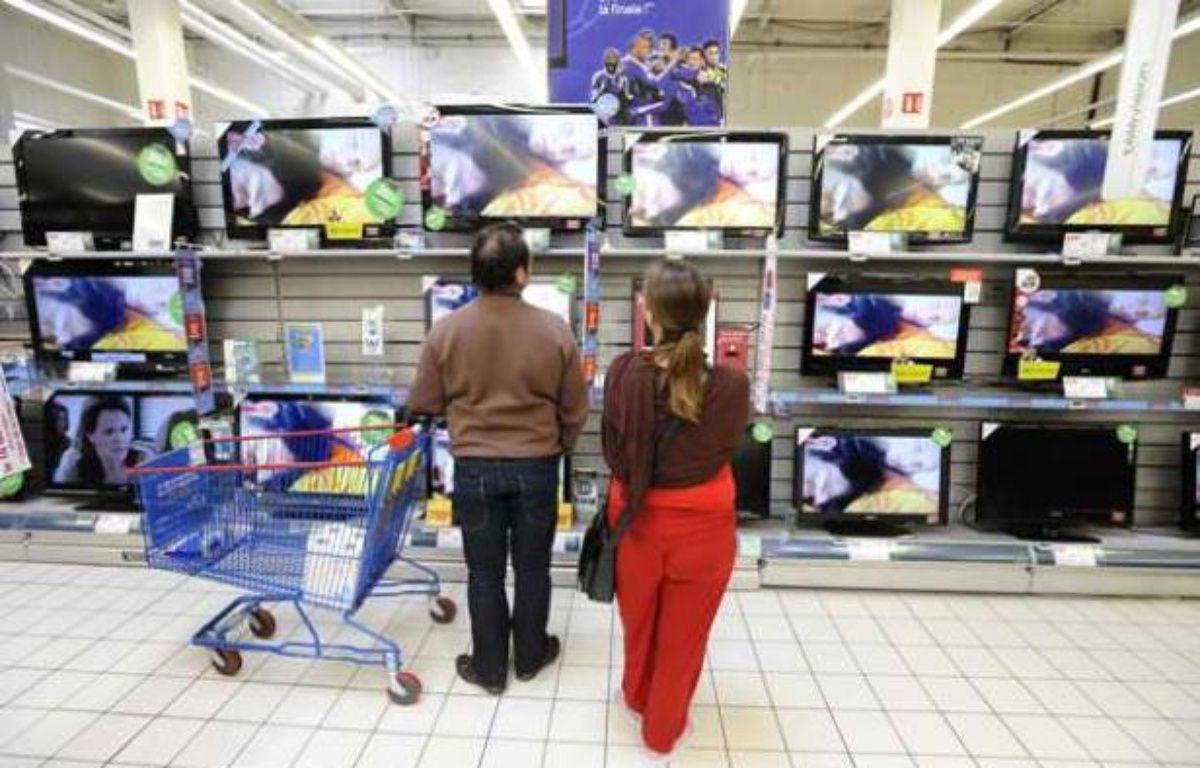 Des télévisions dans un hypermarché à Nantes. – JS EVRARD/SIPA