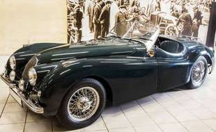 La Jaguar XK 120 Roadster fait partie des 35 véhicules de prestige mis en vente dimanche.