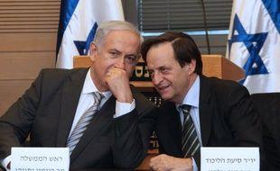 Des poids lourds du gouvernement de Benjamin Netanyahu ont pris leurs distances jeudi avec la stratégie de pression sur les Etats-Unis du Premier ministre israélien pour empêcher l'Iran de se doter de l'arme nucléaire.