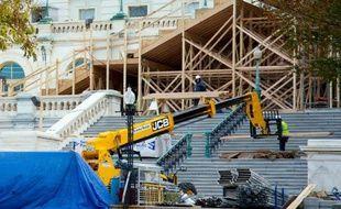 Au Capitole à Washington, les ouvriers sont déjà à pied d'oeuvre pour construire l'immense podium où le président Barack Obama sera investi pour un second mandat le 21 janvier 2013.