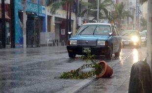 Pluie et vents violents à Naha, sur l'île d'Okinawa lors du passage du typhon Vongfong, le 11 octobre 2014 au Japon