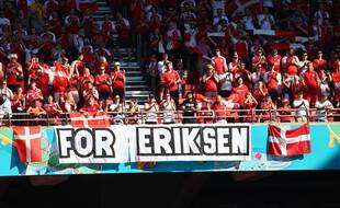 Un hommage à Eriksen lors du match entre la Belgique et le Danemark.
