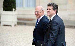 Le ministre des Finances Michel Sapin et le ministre de l'Economie Arnaud Montebourg arrivent à l'Elysée, à Paris le 4 avril 2014