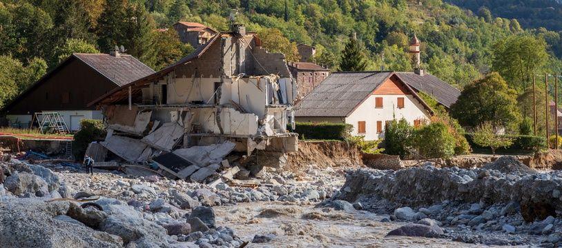 Une maison détruite dans le lit de la Vésubie
