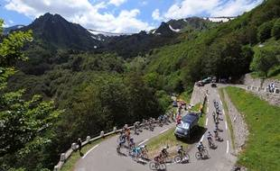 Le peloton sur une étape du Tour de France en juillet 2013.