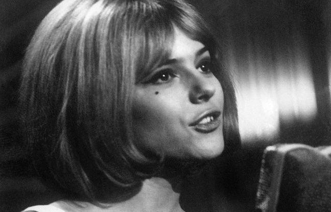 La chanteuse France Gall se produit en mars 1965 dans le cadre de l'Eurovision.