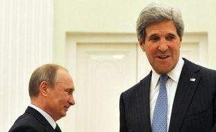 """Le secrétaire d'Etat américain, John Kerry, a appelé mardi à Moscou le président russe, Vladimir Poutine, à aider à """"trouver un terrain d'entente"""" sur la Syrie, soulignant que les Etats-Unis et la Russie avaient des """"intérêts communs""""."""
