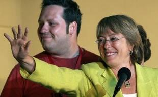 La présidente du Chili, Michelle Bachelet, et son fils Sebastian Davalos, le 11 décembre 2005.