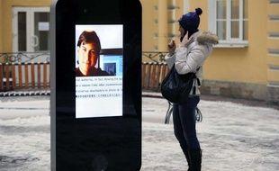 Statue hommage à Steve Jobs à Saint Petersbourg.