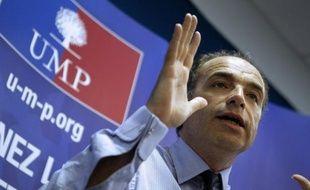 """Le secrétaire général de l'UMP, Jean-François Copé, a estimé mardi que les 100 premiers jours de la présidence Hollande avaient été dominés par une """"haine antisarkozyste"""" et un """"conservatisme"""", dénonçant un """"décalage incroyable"""" avec les exigences de la France."""