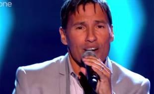 Nathan Moore du boys band Worlds Apart passe les auditions à l'aveugle dans «The Voice UK».