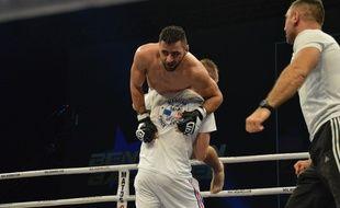 Araïk Margarian porté en triomphe après sa victoire contre Benjamin Baudrier, à la 21e Nuit des champions, le 22 novembre 2014 à Marseille.