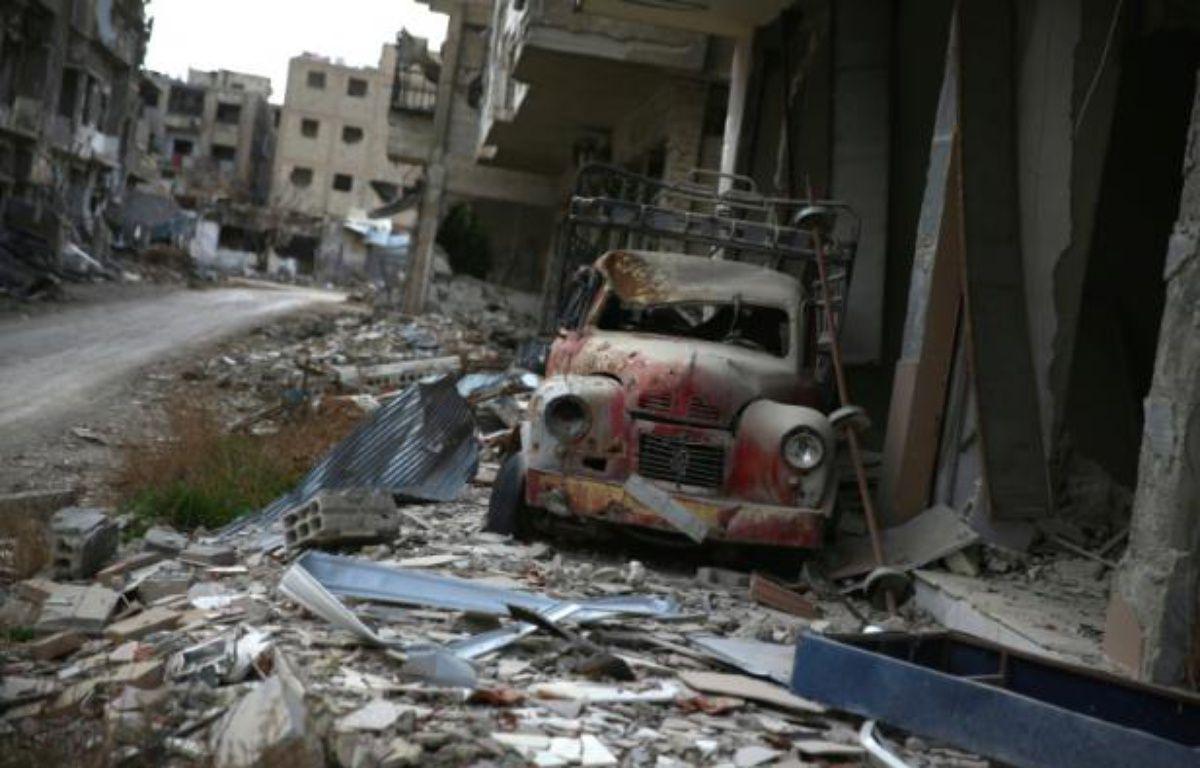 Un véhicule détruit dans les décombres de Jobar le 23 janvier 2016 en Syrie – Abd Doumany AFP