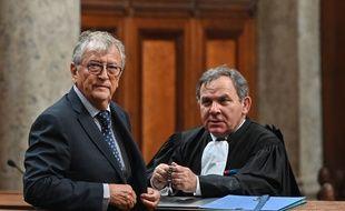 Le sénateur du Tarn-et-Garonne, Yvon Collin, et l'un de ses avocats, Francis Szpiner, lors de son procès en appel.