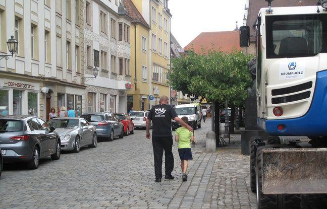 Certains habitants d'Ansbach remettent en cause ouvertement la politique d'accueil des réfugiés d'Angela Merkel.