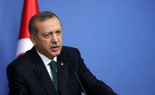La justice turque a inculpé et placé en détention provisoire les fils de deux ministres proches du Premier ministre Recep Tayyip Erdogan dans le cadre d'un scandale de corruption sans précédent qui éclabousse le gouvernement islamo-conservateur à quatre mois des élections municipales.