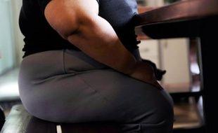 L'obésité et le surpoids qui touchent un nombre croissant de femmes en âge de procréer ne font pas bon ménage avec le désir d'enfant et font courir des risques aux futures mères comme à leurs bébés, soulignent des spécialistes.